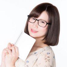 メガネをかけた才女