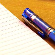 青色のペンとノート