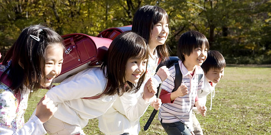 小学生の子供たち