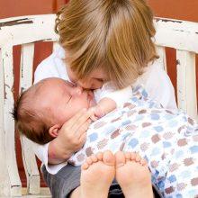 少女と赤ちゃん